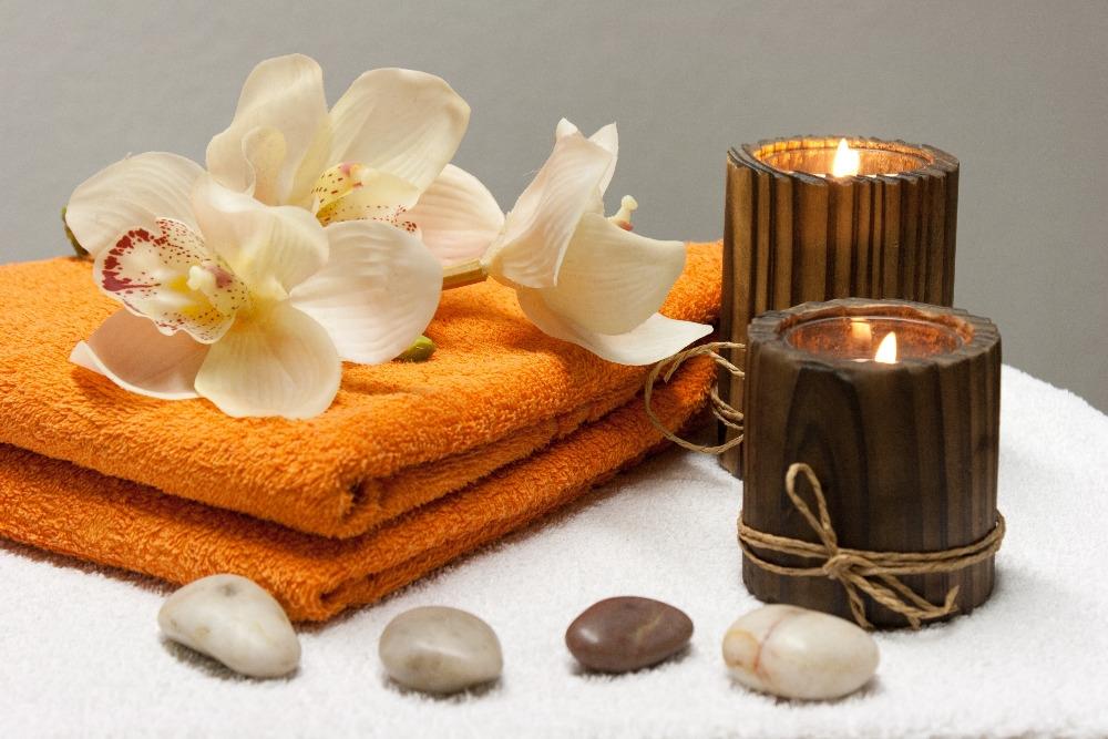 Součástí každé masáže je uklidňující aromaterapie, intimní přítmí svíček a příjemná relaxační hudba. Ilustrační foto: Pixabay.com